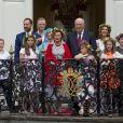 Le prince Sverre Magnus, la princesse Ingrid Alexandra, la princesse Mette Marit, le prince Haakon, Marius Borg Hoiby , la princesse Astrid, la reine Sonja, le roi Harald, la princesse Martha Louise, Emma Tallulah Behn, Maud Angelica Behn, Leah Isadora Behn - La famille royale de Norvège lors de la garden party du jubilé des 25 ans de règne du roi Harald de Norvège à Trondheim le 23 juin 2016.