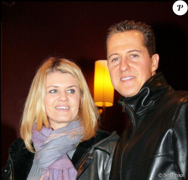 """Michael Schumacher et sa femme Corinna- Projection du film """"Astérix aux Jeux Olympiques"""" au profit de l'ICM (Institut du Cerveau et de la Moelle épinière) au cinéma Gaumont Champs-Elysées à Paris, le 13 janvier 2008."""