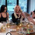 Kendall Jenner, Kourtney Kardashian, Kris Jenner - La famille Kardashian se déguise et s'imite les uns les autres dans l'épisode finable de Keeping Up With The Kardashians à Los Angeles, le 15 décembre 2019
