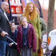 Nicole Kidman sur le tournage de la série The Undoing avec ses enfants Sunday Rose et Faith Margaret dans les rues de New York, le 19 mars 2019.