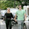 Rachel Stevens et son fiancé Alex Bourne quittent leur domicile londonnien le 31 juillet 2009