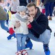 Maxime Parisi avec sa fille Luna à la patinoire, le 7 janvier 2020