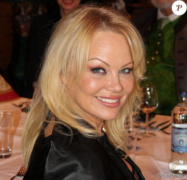 Pamela Anderson à la soirée VIP Gut Aiderbichl Christmas Market à Henndorf en Autriche, le 12 novembre 2019.