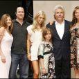 Jon Peters en famille à Hollywood. Le 1er mai 2007.
