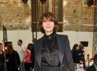 Monica Bellucci : Sublime en costume noir, elle admire une Bella Hadid angélique