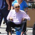 Exclusif - Kirk Douglas, en fauteuil roulant, se rend à un rendez-vous médical à Beverly Hills le 29 juin 2016. L'acteur aura 100 ans le 9 décembre 2016.