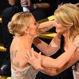 Laura Dern et Scarlett Johansson lors du photocall de la 92ème cérémonie des Oscars 2019 au Hollywood and Highland à Los Angeles, Californie, Etats-Unis, le 9 février 2020.