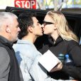 Joe Jonas et sa femme Sophie Turner sont allés déjeuner avec un ami au restaurant Sweet Butter à Los Angeles, le 22 janvier 2020  Joe Jonas and wifey Sophie Turner arrive and take a seat for a lunch date at Sweet Butter in Los Angeles. Joe kept things cool in a denim jacket meanwhile Sophie kept things toned down in a black sweatsuit - 22nd january 202022/01/2020 - Los Angeles