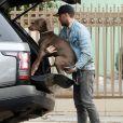 Exclusif - Ryan Gosling promène son adorable chien, à la fin de la balade il le porte dans le coffre de sa voiture, Los Angeles le 12 avril 2019.