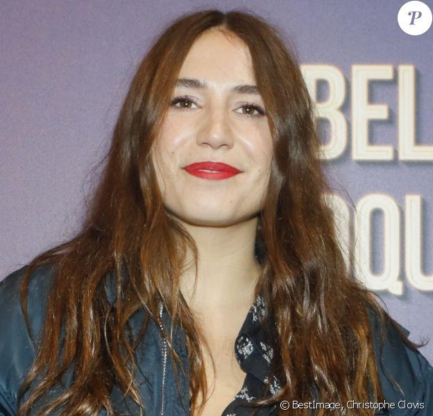 """Izia Higelin - Avant-première du film """"La belle époque"""" au Gaumont Capucines à Paris, le 17 octobre 2019. © Christophe Clovis / Bestimage"""