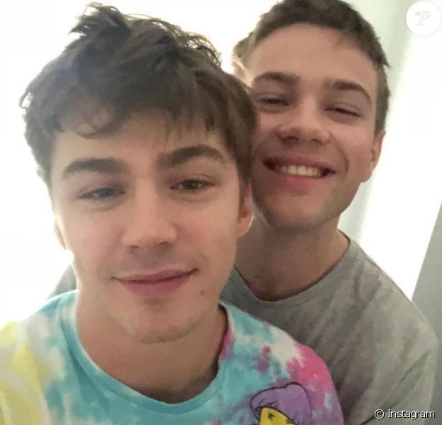 """Connor Jessup et Miles Heizer sont en couple. Tendre déclaration et selfie de l'acteur de """"Locke & Key's"""" sur Instagram, le 15 février 2020."""