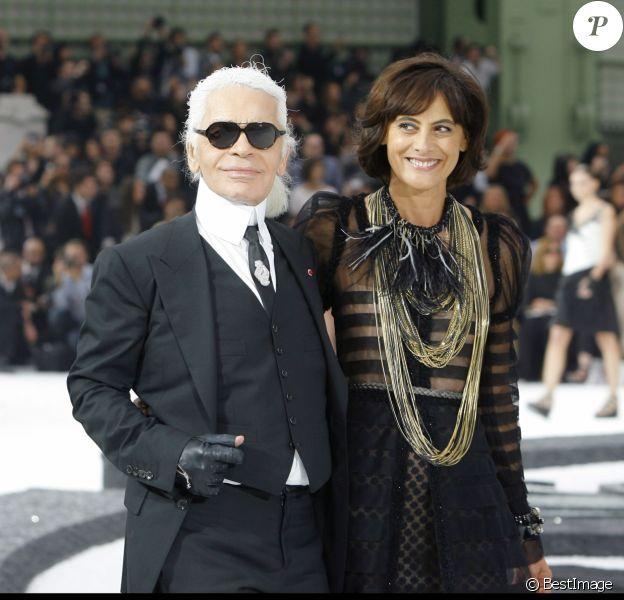 Barbara Palvin, Baptiste Giabiconi, Karl Lagerfeld et Inès de la Fressange défilent pour Chanel (collection prêt-à-porter printemps-été 2011) à Paris. Octobre 2010.