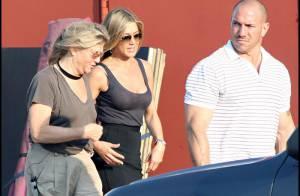 Jennifer Aniston dévoile son décolleté sexy et ses jambes... mais cela ne plaît pas au grognon Gerard Butler !