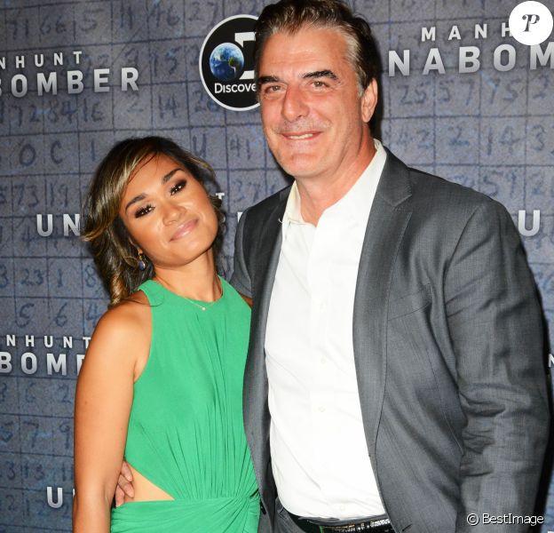 Info - Chris Noth et sa femme Tara Wilson, parents d'un deuxième fils, nommé Keats - Tara Wilson, son mari Chris Noth lors de la première de la série ''Manhunt: Unabomber'' à New York, le 19 juillet 2017.