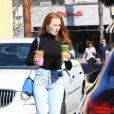 Exclusif - Madelaine Petsch est allé acheter des boissons à emporter avec des amis chez Alfred Coffee à Los Angeles, le 18 février 2020