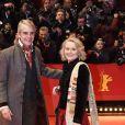 """Jeremy Irons et sa femme Sinead Cusack assistent à la cérémonie d'ouverture du 70e Festival International du Film de Berlin, La Berlinale, avec la projection du film """"My Salinger Year"""". Le 20 février 2020."""