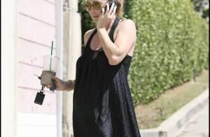 Ellen Pompeo, bien enceinte : élégante d'accord... sauf avec son chewing-gum !