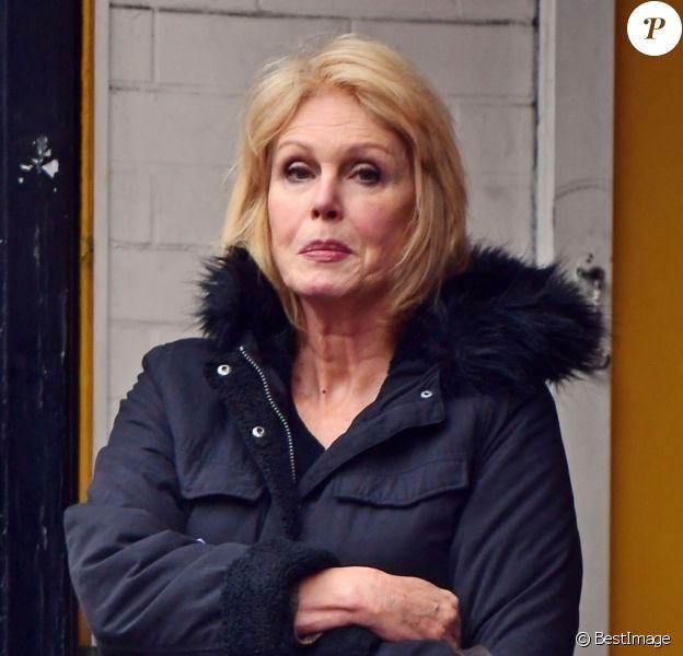 Exclusif - Joanna Lumley se promène dans les rues de Londres le 23 Novembre 2019.