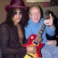 Les Paul, ici avec Slash pour le 50e anniversaire de la Gibson Les Paul, l'inventeur de la guitare moderne, s'est éteint le 13 août 2009 à l'âge de 94 ans...