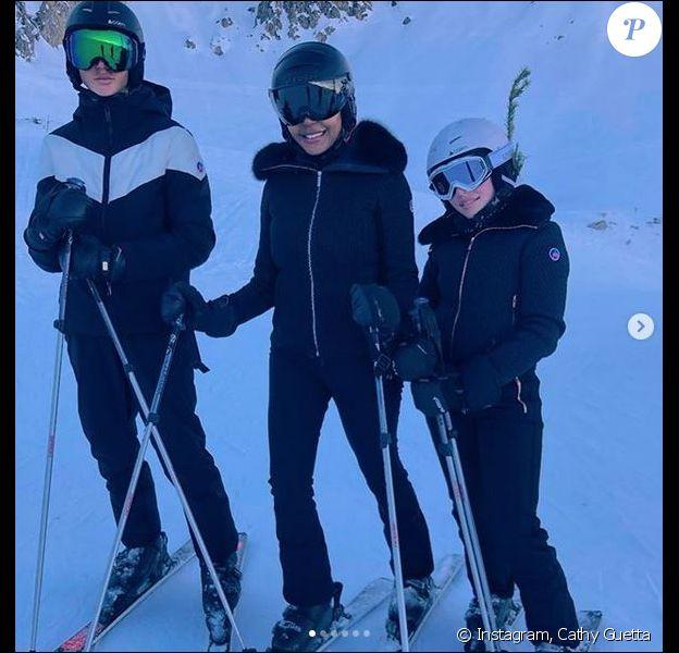 Cathy Guetta et ses enfants Elvis et Angie en vacances à Couchevel. Février 2020.
