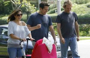 Alyson Hannigan ne lâche plus sa fille et son mari... va-t-elle pouvoir retourner travailler ?