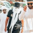 Le rappeur Kekra (au milieu) aux Émirats arabes unis. Mars 2020.
