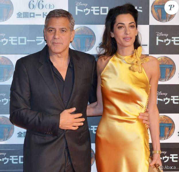 """George Clooney et son épouse Amal lors de l'avant-première du film """"A la poursuite de demain"""" à Tokyo, le 25 mai 2015."""