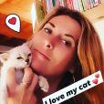 """Aurélia de """"L'amour est dans le pré"""" avec un chat, le 8 octobre 2019"""
