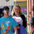 Exclusif - Sophie Turner enceinte et son mari Joe Jonas vont déjeuner dan un restaurant indien à Los Angeles, Californie, Etats-Unis, le 6 mars 2020.