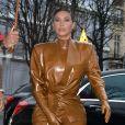 Kim Kardashian - K.Kardashian, sa soeur et son mari se rendent à L'Avenue pour déjeuner à Paris, le 1er mars 2020.