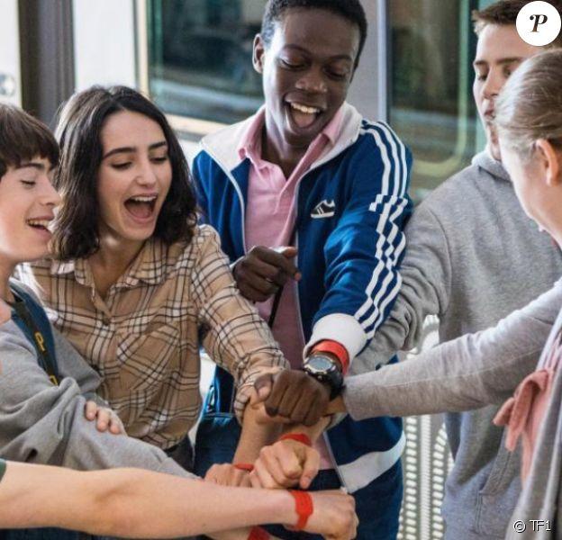"""Image officielle de la série """"Les Bracelets Rouges"""", série originale de TF1"""