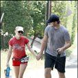 La craquante Anna Faris, en mode jogging avec son mari Chris Pratt et leur chien Bonzo, à Los Angeles, en août 2009 !