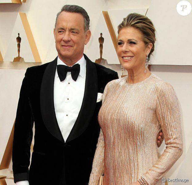Tom Hanks et sa femme Rita Wilson lors du photocall des arrivées de la 92ème cérémonie des Oscars 2020 au Hollywood and Highland à Los Angeles, Californie, Etats-Unis, le 9 février 2020.