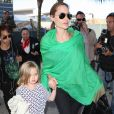 Angelina Jolie et sa fille Vivienne arrivent à l'aéroport de Los Angeles en provenance d'Australie, le 5 février 2014.