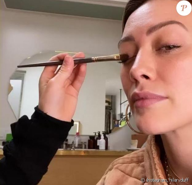 Hilary Duff a laissé son fils lui faire son maquillage et a montré le résultat sur Instagram, le 8 avril 2020