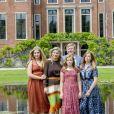 Le roi Willem-Alexander et la reine Maxima des Pays-Bas, la princesse Catharina-Amalia des Pays-Bas, la princesse Alexia des Pays-Bas, la princesse Ariane des Pays-Bas dans le jardin du palais Huis ten Bosch, La Haye, le 19 juillet 2019.