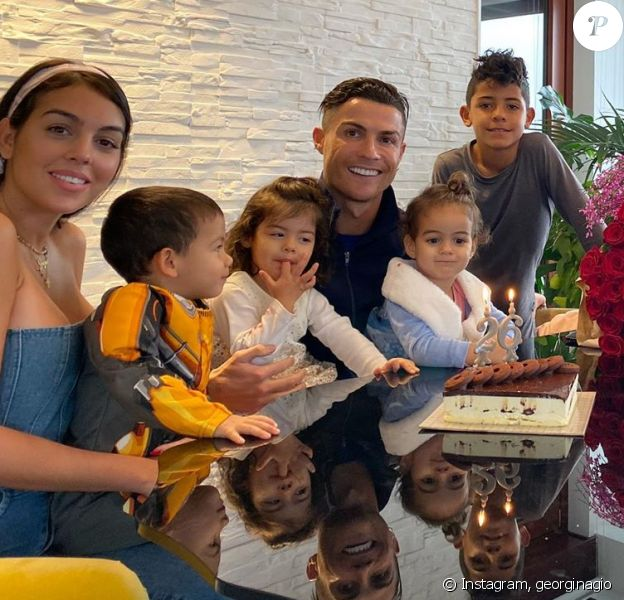 Georgina Rodriguez a fêté ses 26 ans le 27 janvier 2020, entourée de Cristiano Ronaldo, de leur fills Alana Martina et des trois enfants de CR7 Cristiano Jr et les jumeaux Eva et Mateo.