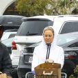 Exclusif - Kate Hudson et son compagnon Danny Fujikawa vont faire des courses avec des gants en pleine crise du coronavirus Covid-19 à Pacific Palisades le 14 mars 2020.