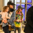 """Exclusif - Jamie Lynn Spears arrive à l'aéroport de LAX pour prendre l'avion avec ses filles Maddie et Ivey à Los Angeles, le 23 février 2020  Please hide children face prior publication Exclusive - Jamie Lynn Spears with her two daughters, Maddie and Ivey, at LAX airport in Los Angeles, CA on 02-23-20. Maddie is seen wearing a bandage on her wrist from a """"recess accident"""" last week. 23rd february 202023/02/2020 - Los Angeles"""