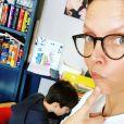 Sylvie Tellier fait l'école à la maison pendant le confinement, photo Instagram du 19 mars 2020