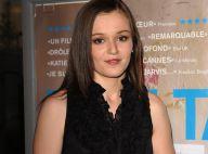 Katie Jarvis, révélation de Cannes âgée de 17 ans, soutient son film Fish Tank... avec son bébé !