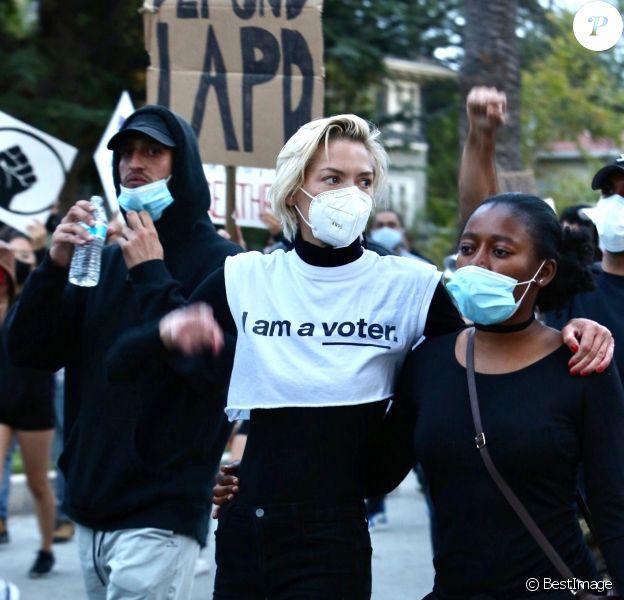 Jaime King manifeste au Black Lives Matter en mémoire de George Floyd à Los Angeles pendant l'épidémie de Coronavirus Covid-19, le 2 juin 2020