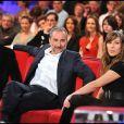 """Richard Anconina, Antoine Duléry et Mathilde Seigner dans l'émission """"Vivement dimanche"""" en 2010."""