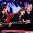 """Dany Brillant, Mathilde Seigner et Antoine Duléry dans l'émission """"Vivement dimanche"""" en 2008."""