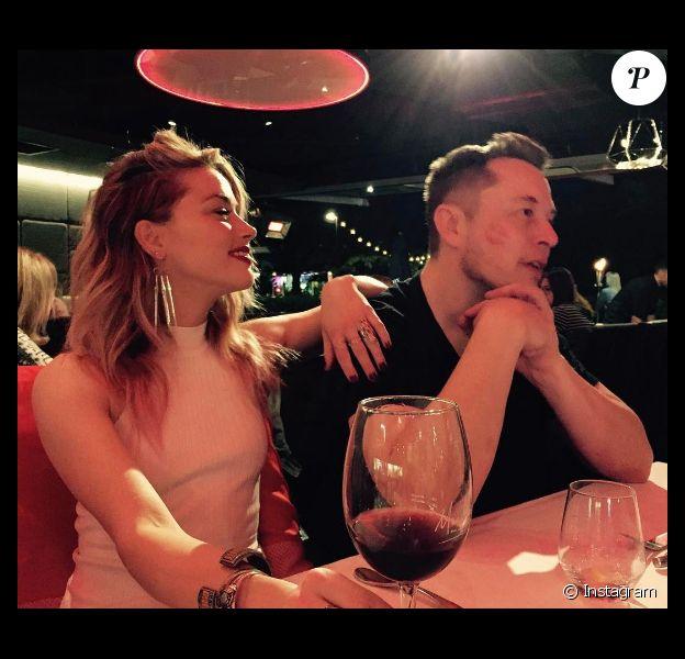 Amber Heard et Elon Musk officialisent leur relation en posant ensemble sur Instagram le 23 avril 2017