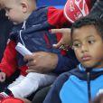 Dimitri Payet avec ses fils Noa et Milan - Les joueurs retrouvent leur famille dans les tribunes à la fin du match de quart de finale de l'UEFA Euro 2016 France-Islande au Stade de France à Saint-Denis le 3 juillet 2016. © Cyril Moreau / Bestimage