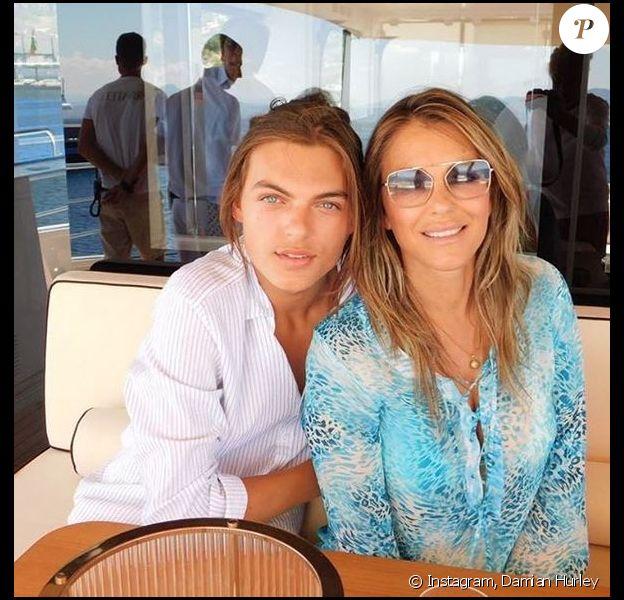 Damian Hurley et sa mère Elizabeth Hurley. Août 2018.