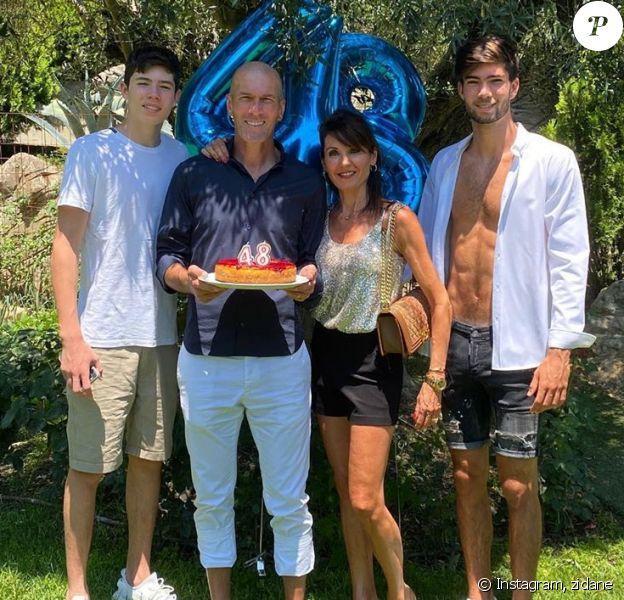 Zinédine Zidane a fêté ses 48 ans en famille à Madrid  le 23 juin 2020 mais ses fils Enzo et Luca n'étaient pas présents.
