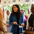 """Meghan Markle, duchesse de Cambridge, reçoit les femmes qui apparaissent dans le livre de recettes """"""""Together, our community cookbook"""""""" au palais Kensington à Londres le 20 septembre 2018."""