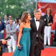 George Clooney et sa compagne Elisabetta Canalis posent avant la projection de  The Men Who Stare at Goats , le 8 septembre 2009 à la Mostra de Venise